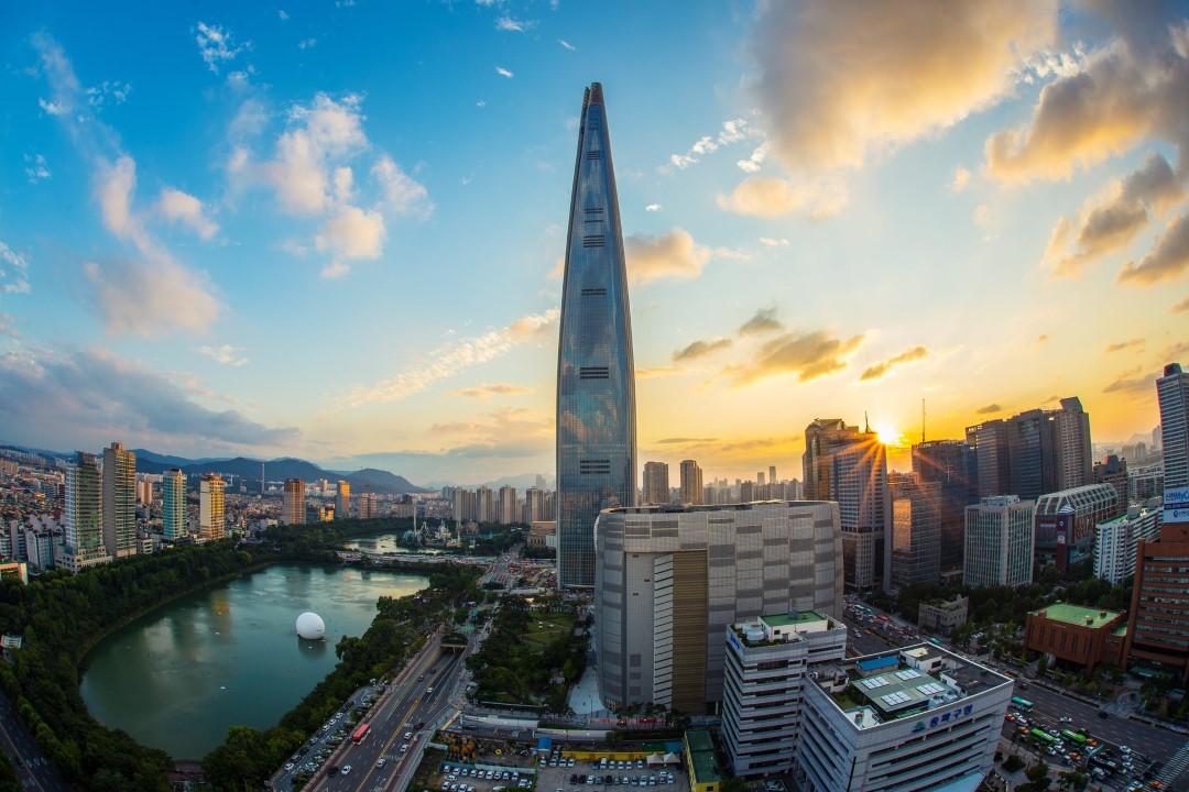 5. Lotte World Tower – 1,819 feet